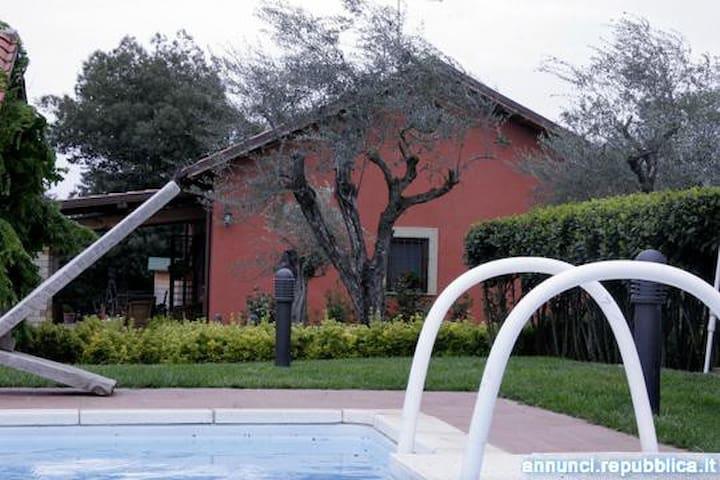 Villa Daniela, con piscina immersa nel verde - Vignanello
