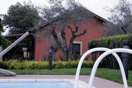 Villa Daniela, con piscina immersa nel verde - Vignanello - Casa de camp