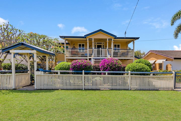 "Di's Manor by the Sea ""Special this weekend"""