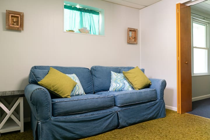 1dr Bedroom off dinning room. Pull out couch with private TV space & blu Ray DVD.