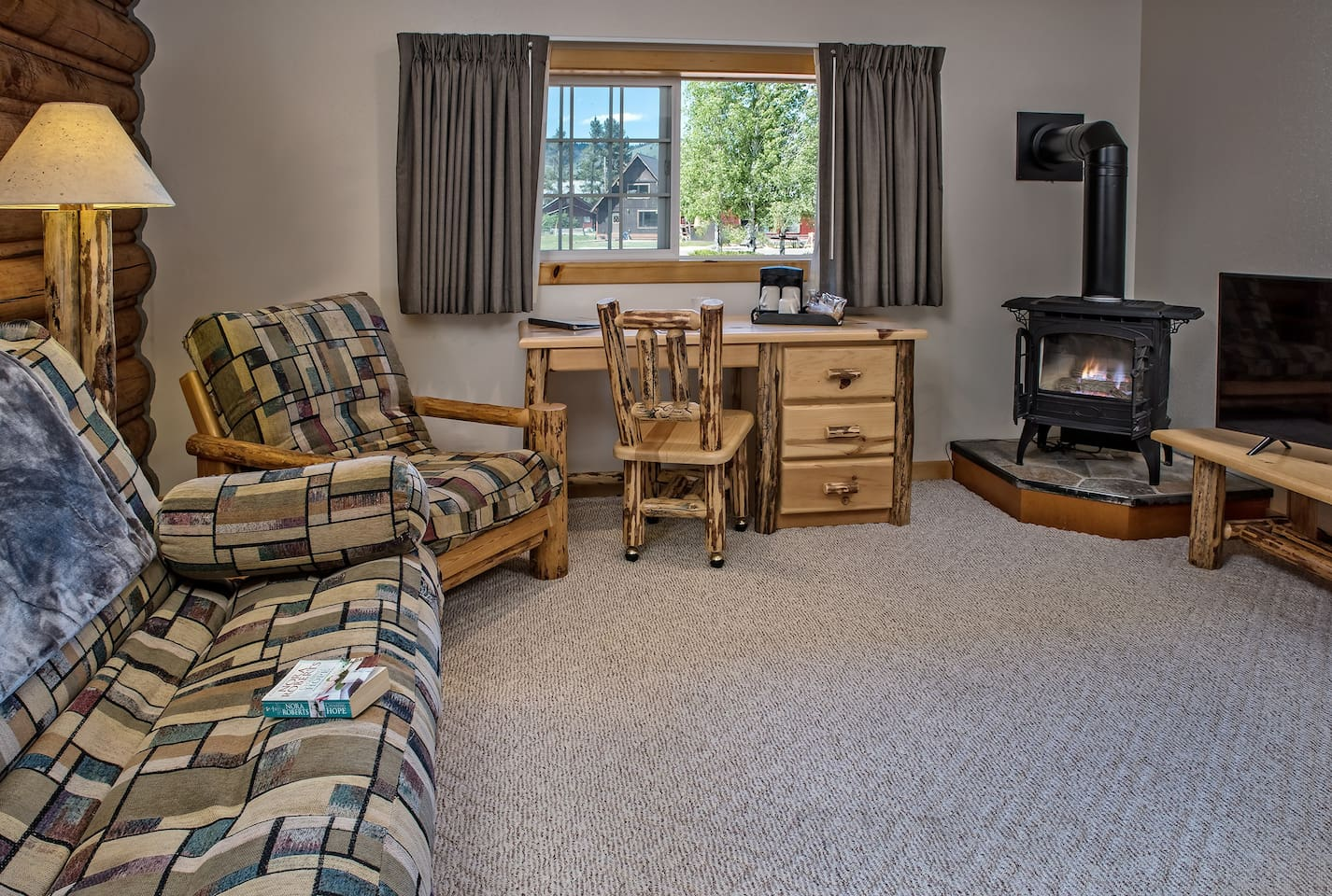 Ace of Diamonds Deluxe Suite- Stanley High Country Inn