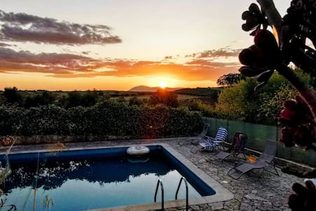 Charmous country house with a incredible sunset