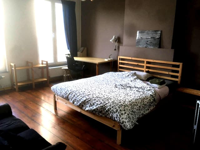 Your double bed is ready ! 5min from city center.