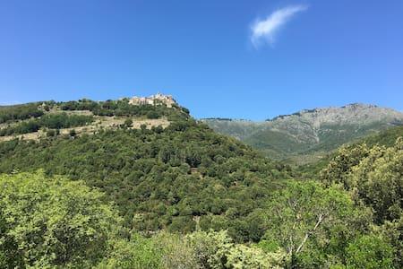 chambre pour amoureux de montagne, à 9km de Corté - Huis