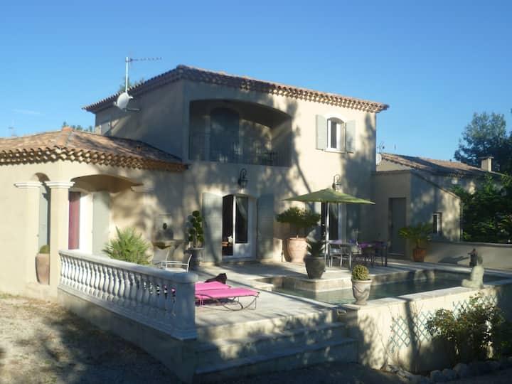 Villa de caractère près d'Avignon (BARBENTANE)