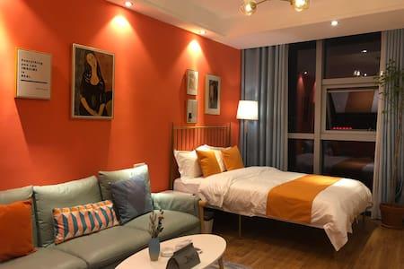 元宿公馆•昆明路商圈•独立公寓•家庭影院•橙色心间