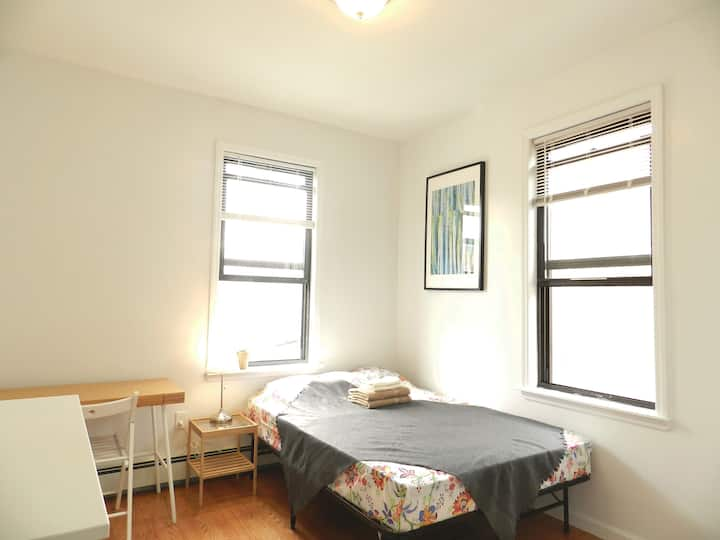 Woodside 62st in Queens. Full Size Bed with Wifi.