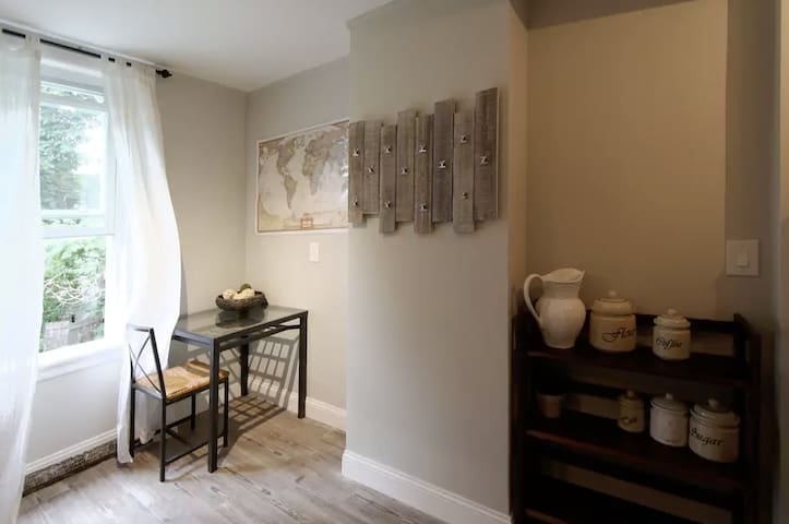 Simple and Affordable Private Room! - Brooklyn - Huis