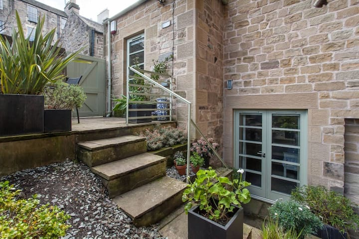 Charming, unique central Mews property on 4 levels