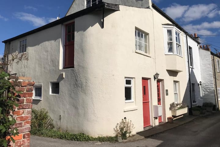Secluded cottage in the heart of Bridport