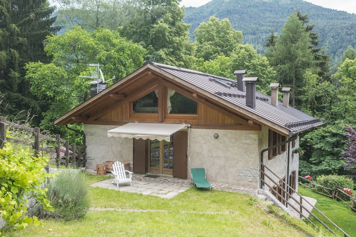 Beautiful Chalet dell'Orso with Wi-Fi, Jacuzzi & Private Garden; Parking Available