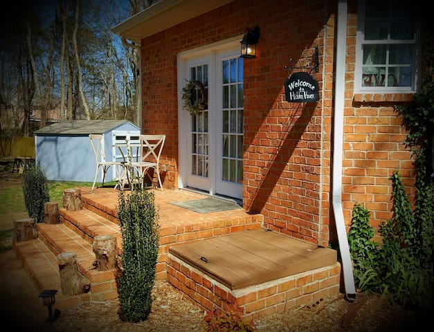 Hidden Haven - comfy, cozy, & close to Nashville