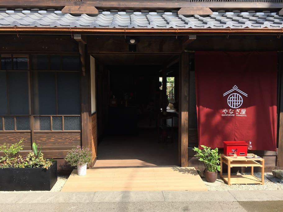 400余年の歴史を持つ、いわむら城下町にある町屋ゲストハウス front