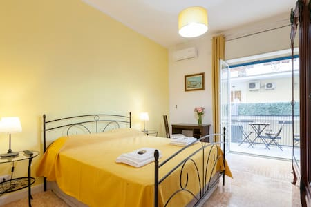 "B&B La Primula - ""Yellow Room"""