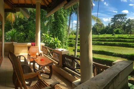 Romance + ducks! Kubu Rama private house in Ubud.