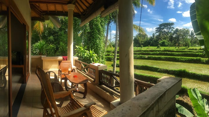 Romance + ducks! Kubu Rama private house in Ubud.