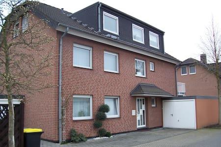 Gäste-Appartement im Souterrain - Kerpen - Apartamento
