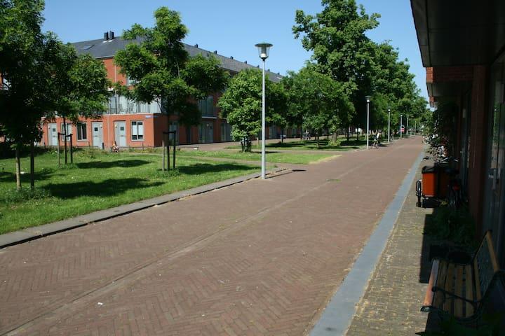 Spacious family house (200m2) with garden (50m2) - Utrecht - House