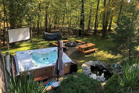 Entire House Hot tub Barrel Sauna Private Backyard