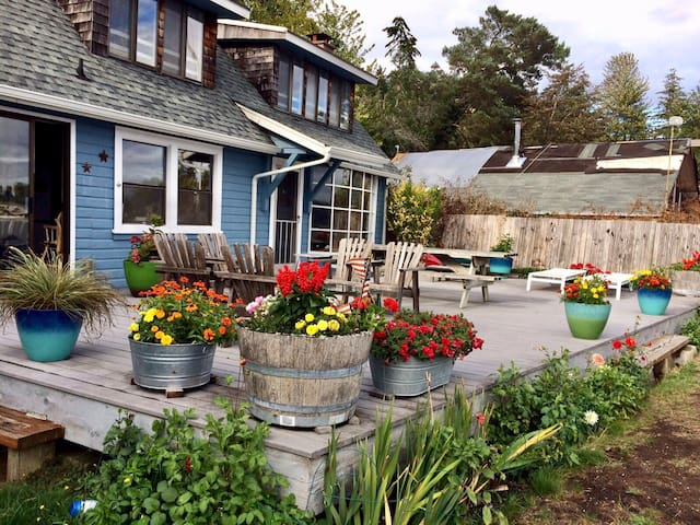 Cute Waterfront Beachhouse Escape - Belfair - House