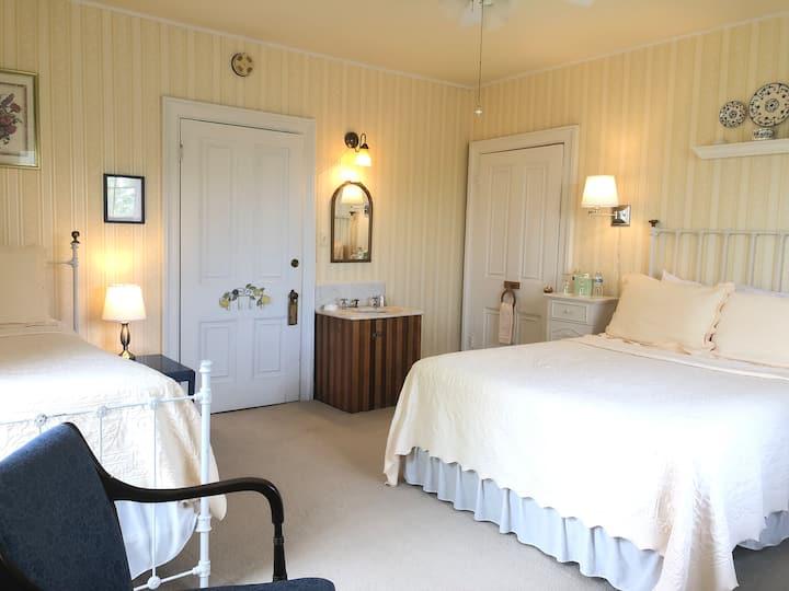 Inn at Felt Manor - Includes Gourmet Breakfast Rm2