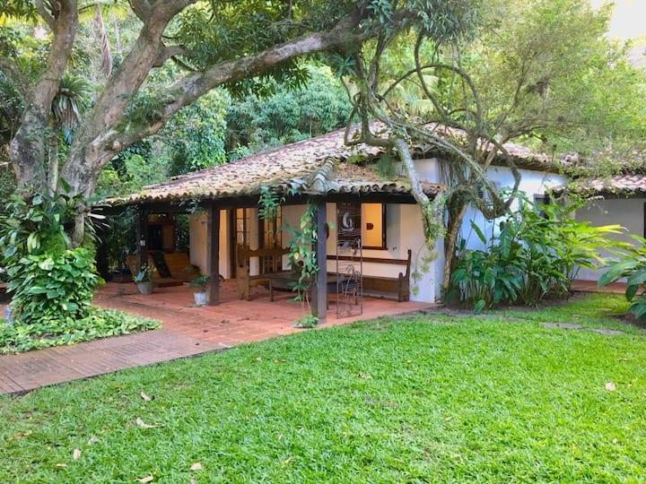 Casa Carlota, redes, jardim e praia