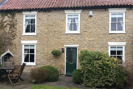 The perfect cottage in Britains perfect village - Heighington Village - Haus