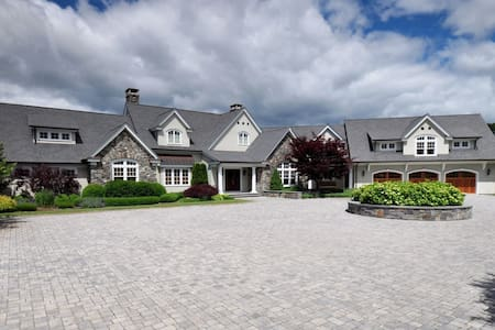 Exceptional Hilltop Estate - East Lyme - House
