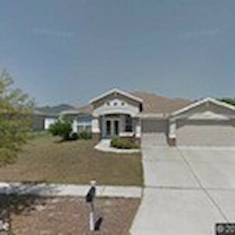 Spacious- Sunny Home Away From Home - Valrico - House