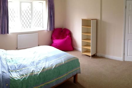 Quiet & Spacious Room in Buckingham - Buckingham