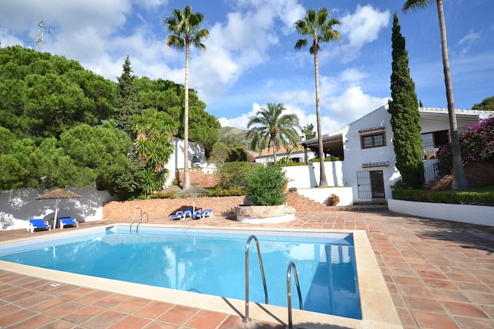 Luxury Villa 5 bed, Private pool, Garages, A/C
