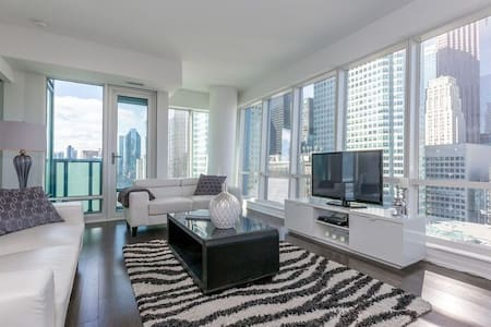 Incredible New 1BR+Den - Stunning Views! - Toronto