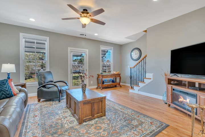 Lake Carolina Harborside Executive Condo 3BD 2.5BA