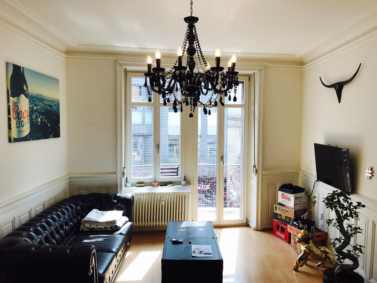 Apartment in the heart of Basel - chillin' livingroom to talk, read, watch TV or playing the Playstation!