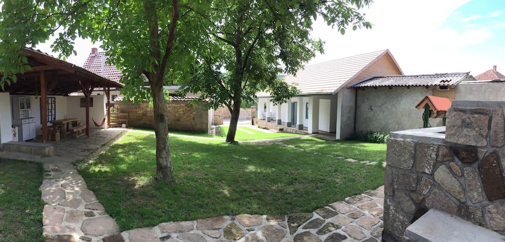 Hűs Udvar - Cool Courtyard