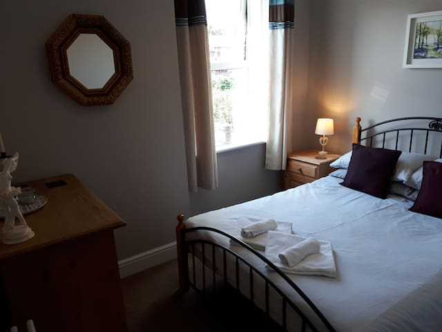 Cosy double room, light breakfast, handy location.