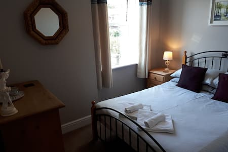 Cosy double room, light breakfast, fab location.