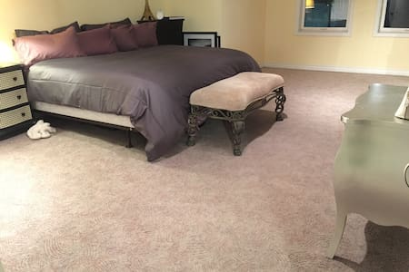 Downtown King Size Bed + Fireplace - Moncton - Wohnung