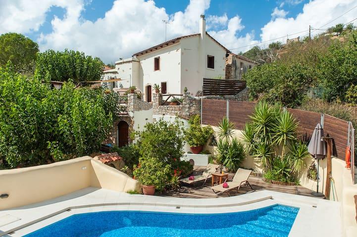 Exclusive detached recently renovated Cretan vi... - Gerolakkos - Willa