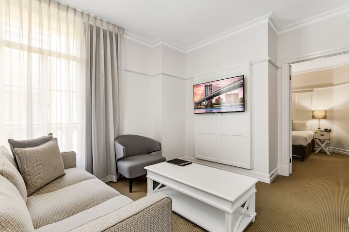 Upmarket Apt in City Centre! Luxurious & Spacious!