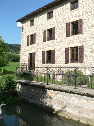 Belle maison rustique  proche du lac des sapins
