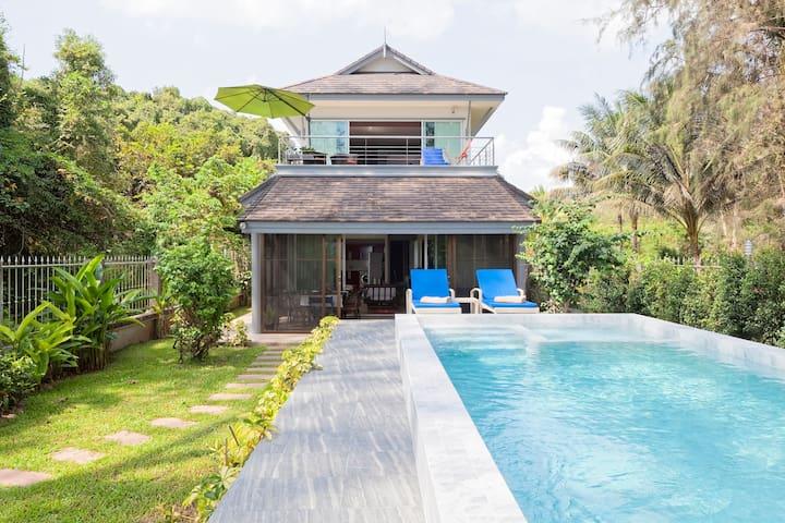 Baan Mook Taley,  Beachfront villa with Pool