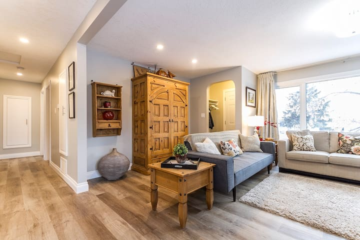 Six Bedroom Home - Two connected 3 Bdrm Suites.