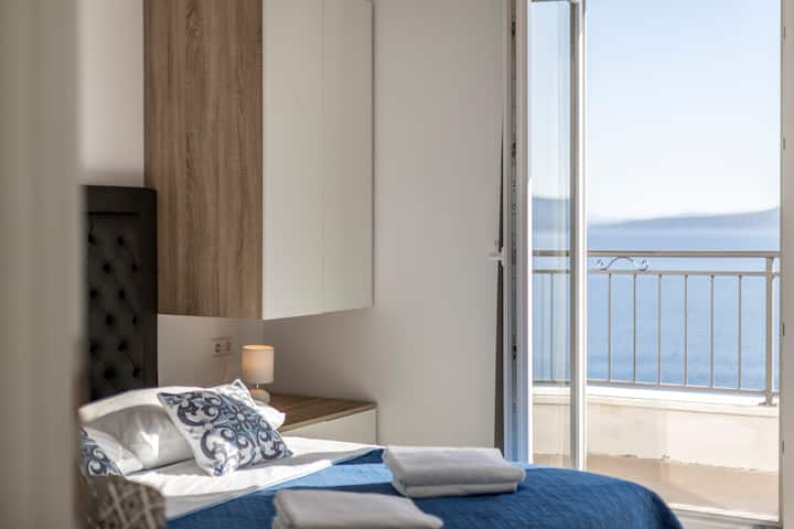 Luxury apartment Maya 6 with sea view and pool