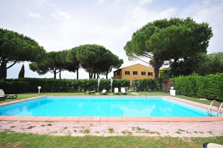 Bilocali La Mazzanta con piscina - Mazzanta - Appartement