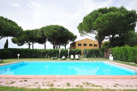 Bilocali La Mazzanta con piscina - Mazzanta - Apartment