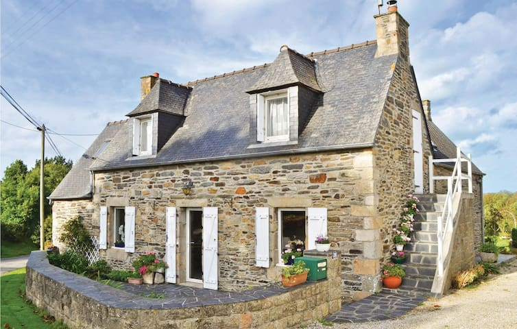 Holiday cottage with 3 bedrooms on 130 m² in Morlaix