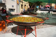 Giant paella in the Plaza