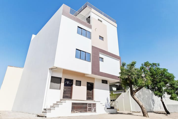 OYO - Classic 1BR Abode in Mount Abu - Marked Down!