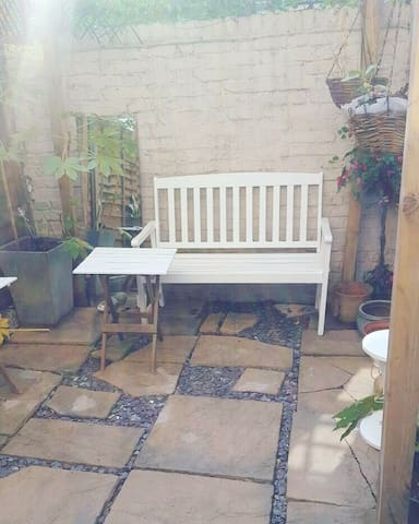 Private room with own garden near Victoria station
